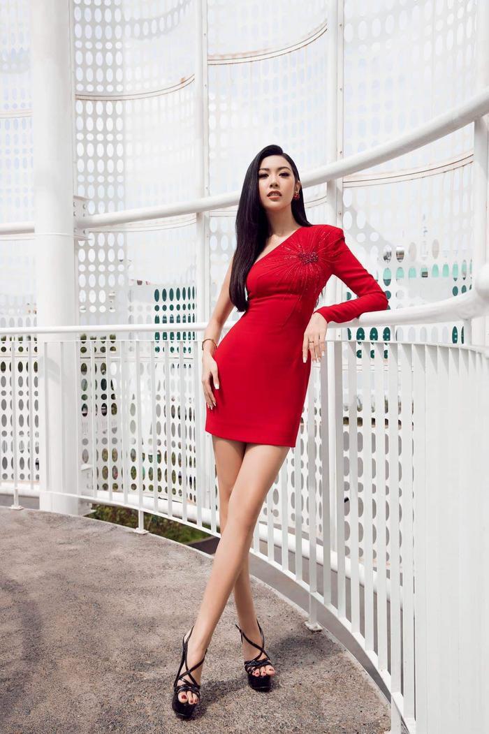 Người đẹp hiện đang là một đối thủ nặng kí trong cuộc thi Hoa hậu Hoàn vũ Việt Nam năm nay. Với kinh nghiệm, kiến thức… cô được dự đoán đi rất sâu, có thể gọi là top 3 chung cuộc.