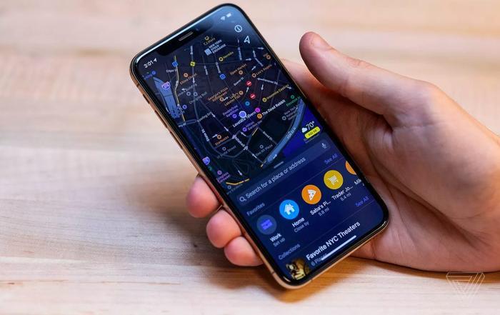 Ứng dụng Maps với khả năng cung cấp nhiều thông tin theo thời gian thực.