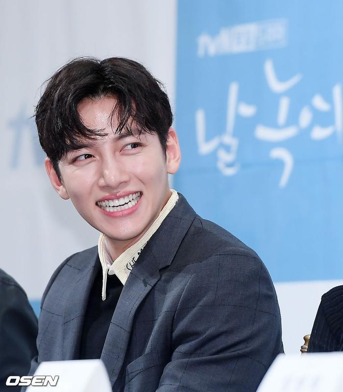 Họp báo Melting Me Softly: Ji Chang Wook nói về tình yêu dành cho Yoon Se Ah, nên chèo thuyền nữ chính hay nữ phụ? ảnh 4