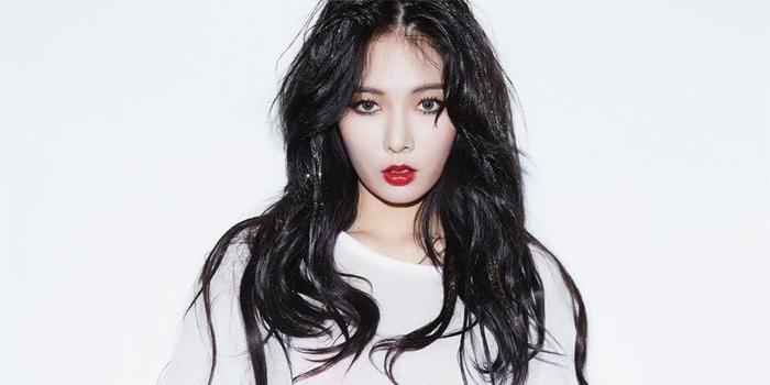 Những sự cố hớ hênh như thế này không quá xa lạ đối với HyunA.