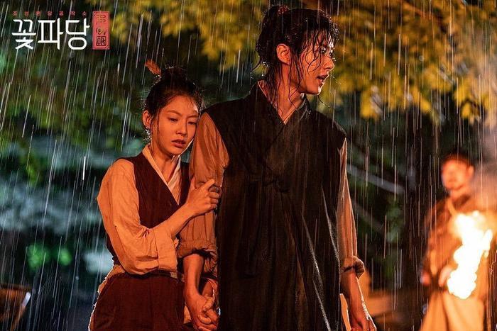 Park Ji Hoon xuất hiện cực dễ thương, rating Biệt đội hoa hòe xác lập thành tích khủng ngay tập mở màn ảnh 6