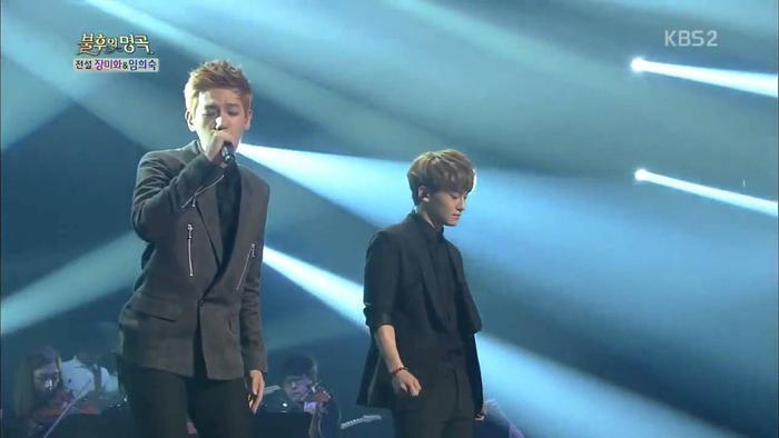 Chen và Baekhyun trên sân khấu Immortal Song.