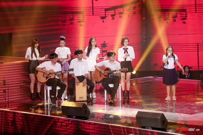Duyên dáng chê Ali Hoàng Dương béo bụng, Minh Châu lần đầu trình diễn ca khúc mới Sau lưng bố ảnh 4