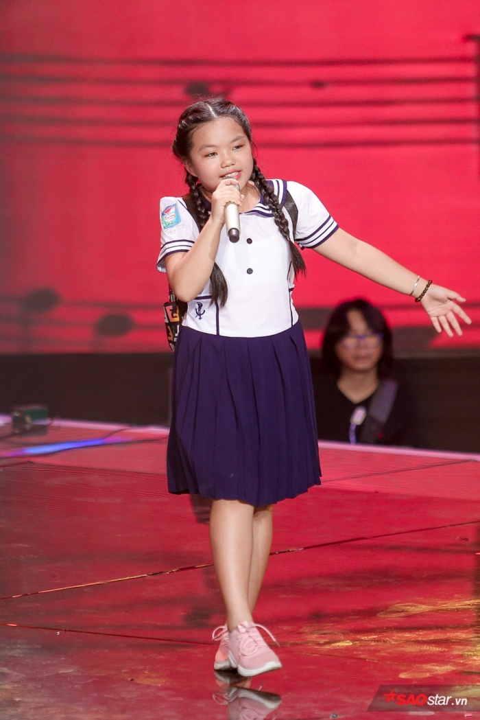 Duyên dáng chê Ali Hoàng Dương béo bụng, Minh Châu lần đầu trình diễn ca khúc mới Sau lưng bố ảnh 0