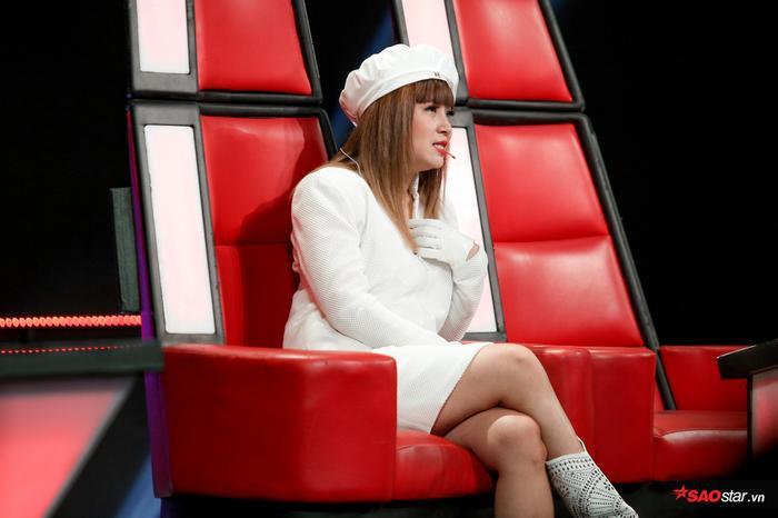 Duyên dáng chê Ali Hoàng Dương béo bụng, Minh Châu lần đầu trình diễn ca khúc mới Sau lưng bố ảnh 1