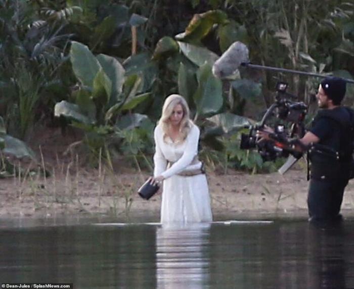 Lộ loạt ảnh Angelina Jolie trên phim trường bom tấn Eternal của Marvel! ảnh 0