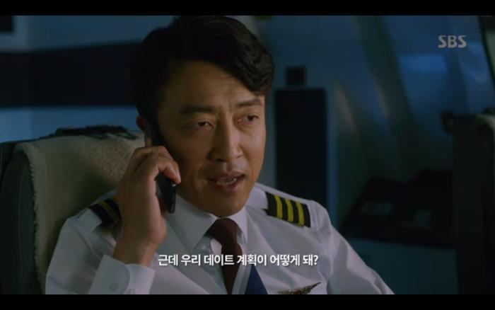 Cuộc trò chuyện mờ ám của phi cơ trưởng và tên khủng bố.