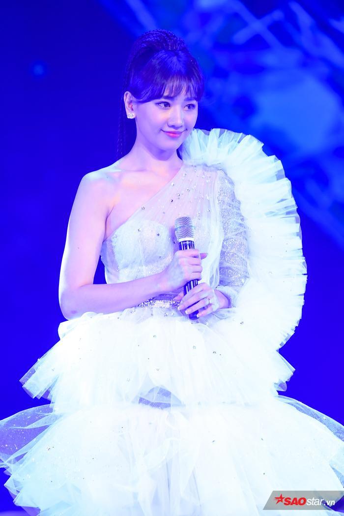 Hari Won bị Trấn Thành tố thiếu chuyên nghiệp ngay trên sân khấu mini concert Galaxy Of Love ảnh 29