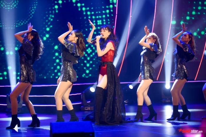 Hari Won bị Trấn Thành tố thiếu chuyên nghiệp ngay trên sân khấu mini concert Galaxy Of Love ảnh 31