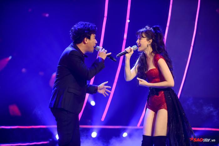 Trấn Thành sau đó xuất hiện và cả hai đã cùng nhau hòa giọng trong ca khúc Phút giây đầu tiên.