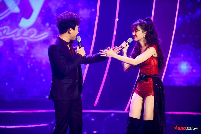 Hari Won bị Trấn Thành tố thiếu chuyên nghiệp ngay trên sân khấu mini concert Galaxy Of Love ảnh 37