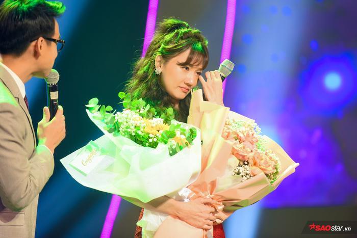 Hari Won bị Trấn Thành tố thiếu chuyên nghiệp ngay trên sân khấu mini concert Galaxy Of Love ảnh 41