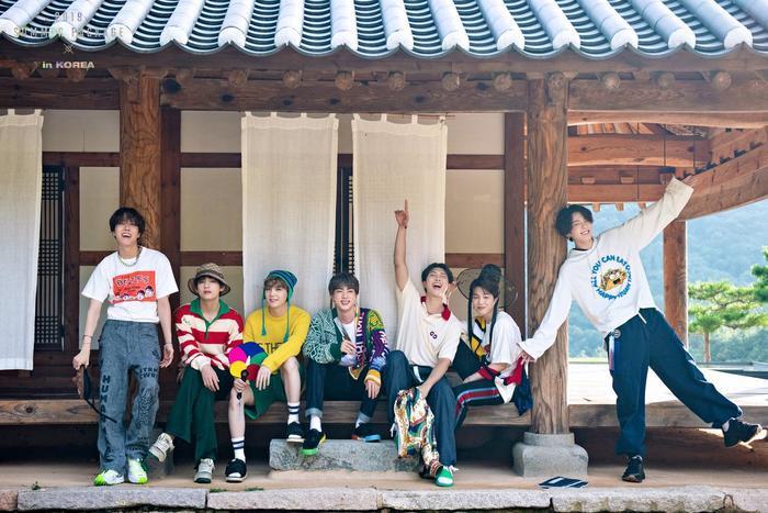 Nhóm BTS đã quay lại công việc sau kì nghỉ dài.