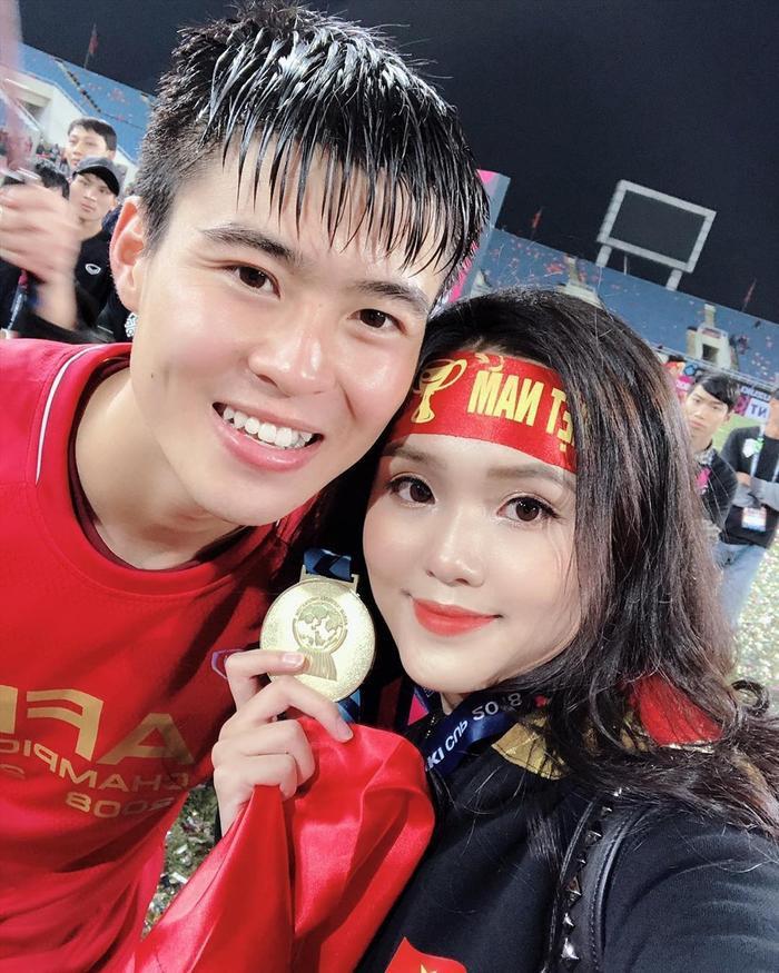Bạn gái Duy Mạnh là em vợ Văn Quyết.