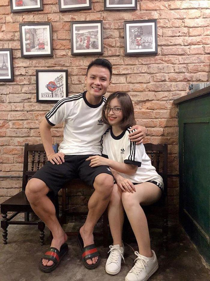 Quang Hải và Nhật Lê là cặp đôi dễ thương của làng bóng đá Việt.