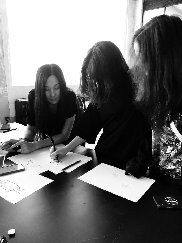 Lý Yên vẫn thường xuyên chia sẻ một số hình ảnh khi học tại lớp lên trang cá nhân của mình