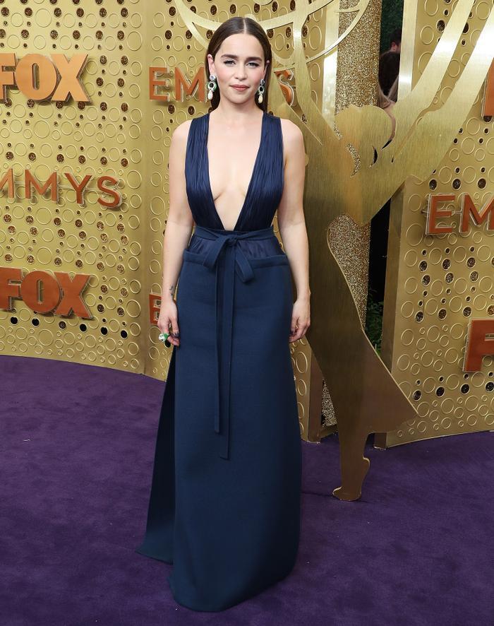 'Mẹ rồng' Emilia Clarke bất ngờ để tóc nâu khi đứng cùng dàn cast Game Of Thrones khiến fan không nhận ra ảnh 6
