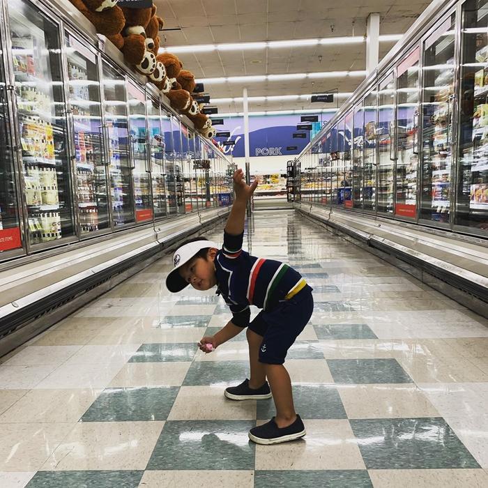 Con trai 2 tuổi của Đan Trường tích cực tập thể dục cho body đẹp để chụp hình quảng cáo ảnh 2