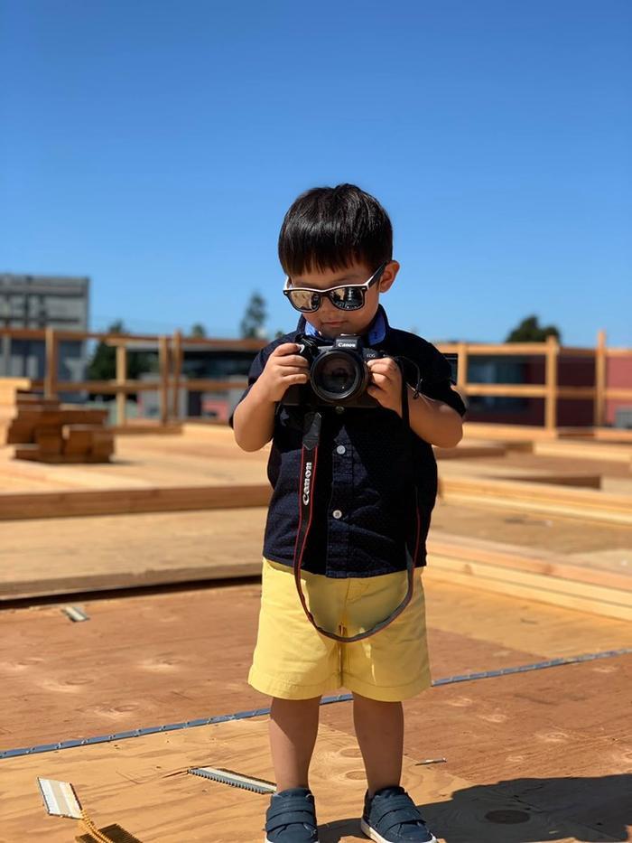 Con trai 2 tuổi của Đan Trường tích cực tập thể dục cho body đẹp để chụp hình quảng cáo ảnh 4