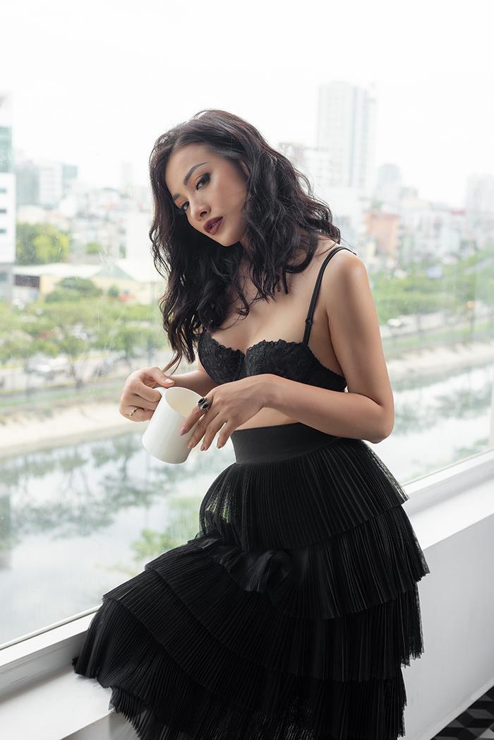 Cô sở hữu thân hình hoàn hảo và nhan sắc sắc nét