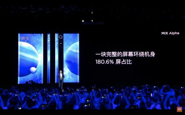 Xiaomi cho biết, phần cằm của thiết bị chỉ có kích thước rất nhỏ, chỉ 2.15mm. Để có được thiết kế trên, Xiaomi đã phải gập phần tấm nền của thiết bị này theo một góc 360 độ, bao quanh phần cạnh hông.