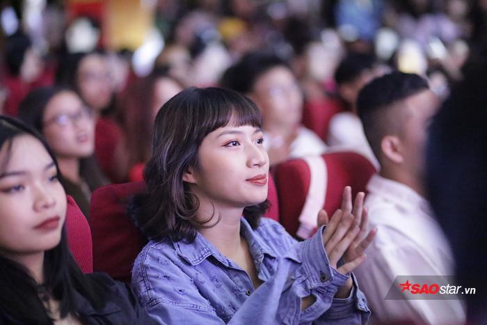 Lyly, Lou Hoàng khuấy động đêm nhạc chào Tân sinh viên trường Báo ảnh 12