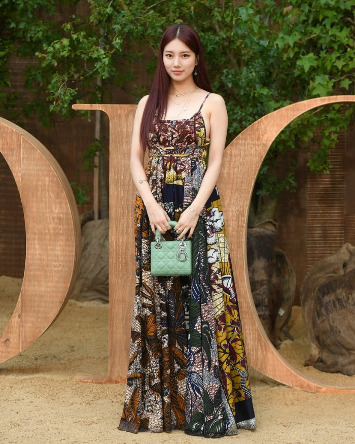 [K-Star]:Suzy is beautiful as a goddess when attending Dior's show