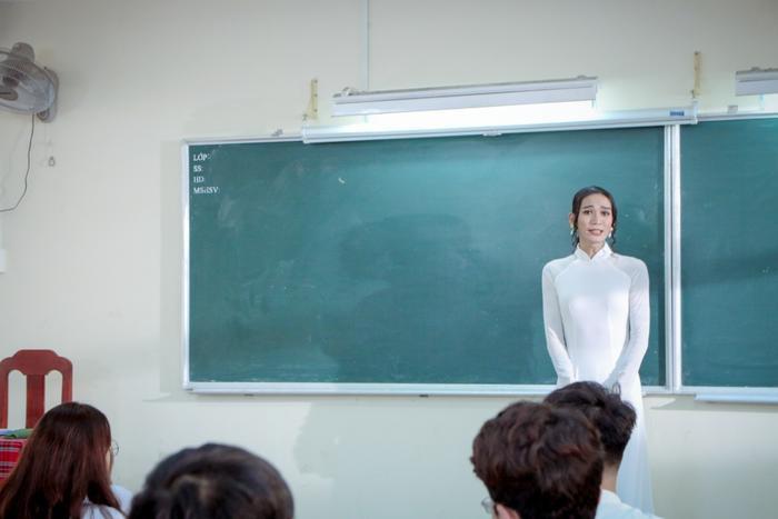 BB Trần tham gia với vai cô giáo trong phim.