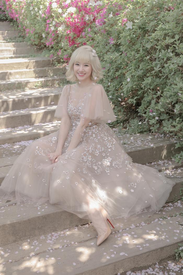Hậu mini concert, Hari Won khép lại 2019 bằng một bản ballad từng khiến cô… suýt ngất