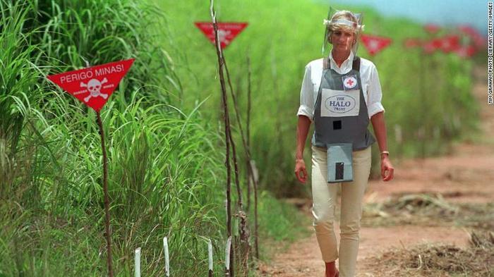 Công nương Diana cũng từng tới khu vực bãi mìn ởDirico, thành phố Huambo, Angola vào năm 1997. Ảnh: CNN