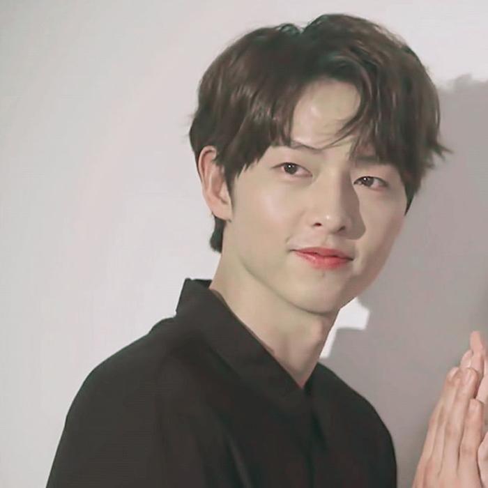 Ơn giời, mái tóc thẳng của Song Joong Ki đây rồi!