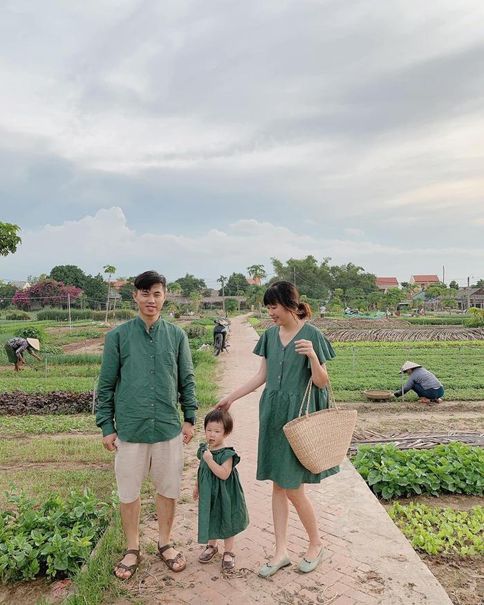 Gia đình nhỏ diện quần áo mix-match khiến ai cũng muốn có ngay một đứa con để cùng nhau đi du lịch ảnh 2