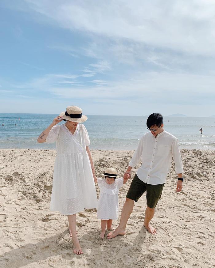 Gia đình nhỏ diện quần áo mix-match khiến ai cũng muốn có ngay một đứa con để cùng nhau đi du lịch ảnh 8