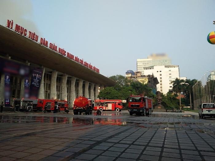 Cháy sân khấu Cung Việt Xô, liveshow Quang Hà bị hoãn