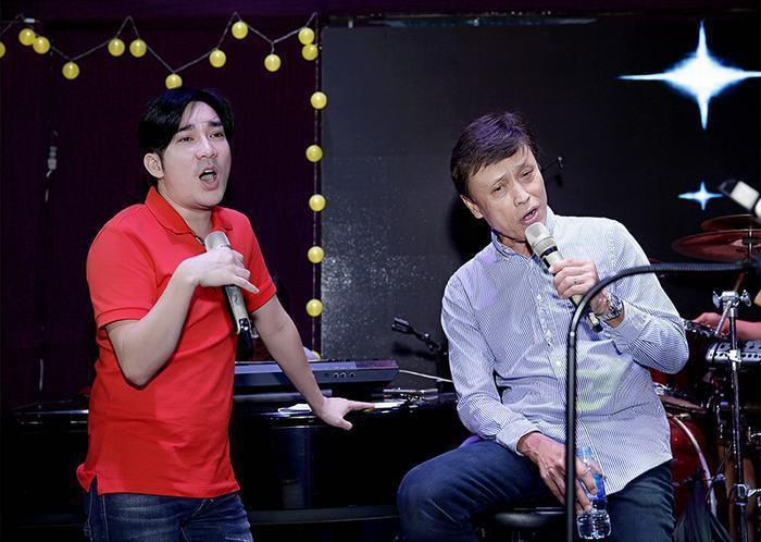 Quang Hà trong buổi tập luyện cùng danh ca Tuấn Ngọc.