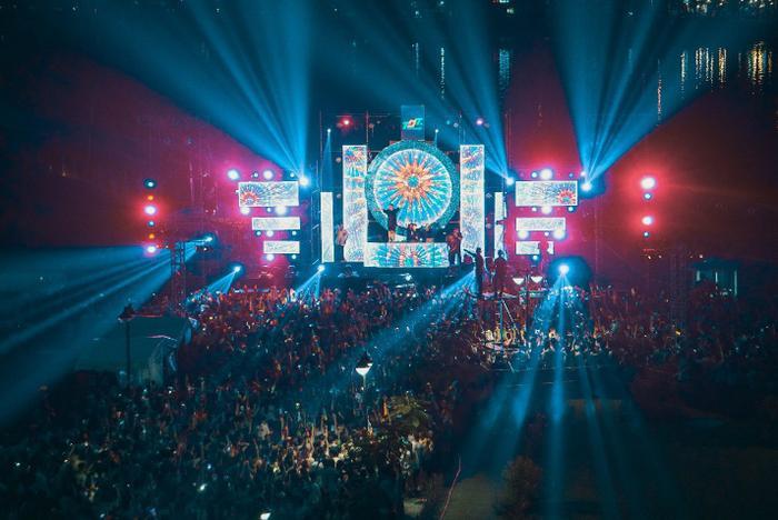 Sân khấu hoành tráng với dàn âm thanh ánh sáng cực đỉnh của TDTU DREAMLAND 2019 – THE WATER BOMB