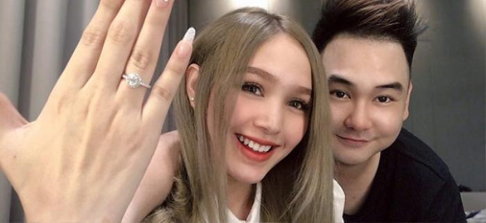 Trên trang cá nhân, Trang Phạm còn khoe chiếc nhẫn kim cương lấp lánh trên bàn tay