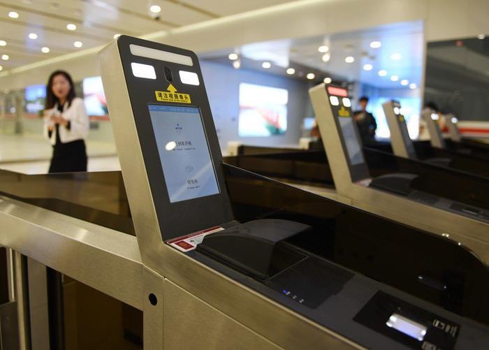 Công nghệ nhận diện khuôn mặt được triển khai rộng khắp tại Sân bay Quốc tế Beijing Daxing. (Ảnh: Xinhua)