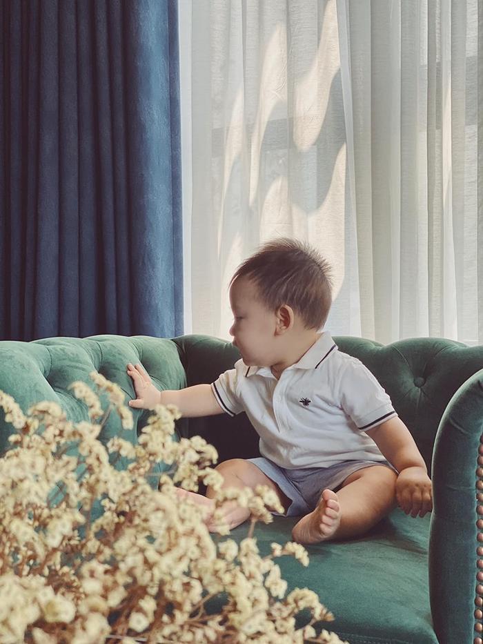 Tú Anh vui vẻ chia sẻ hình ảnh con trai 9 tháng tuổi bụ bẫm dễ thương kèm tiết lộ 'ai bế cũng theo'