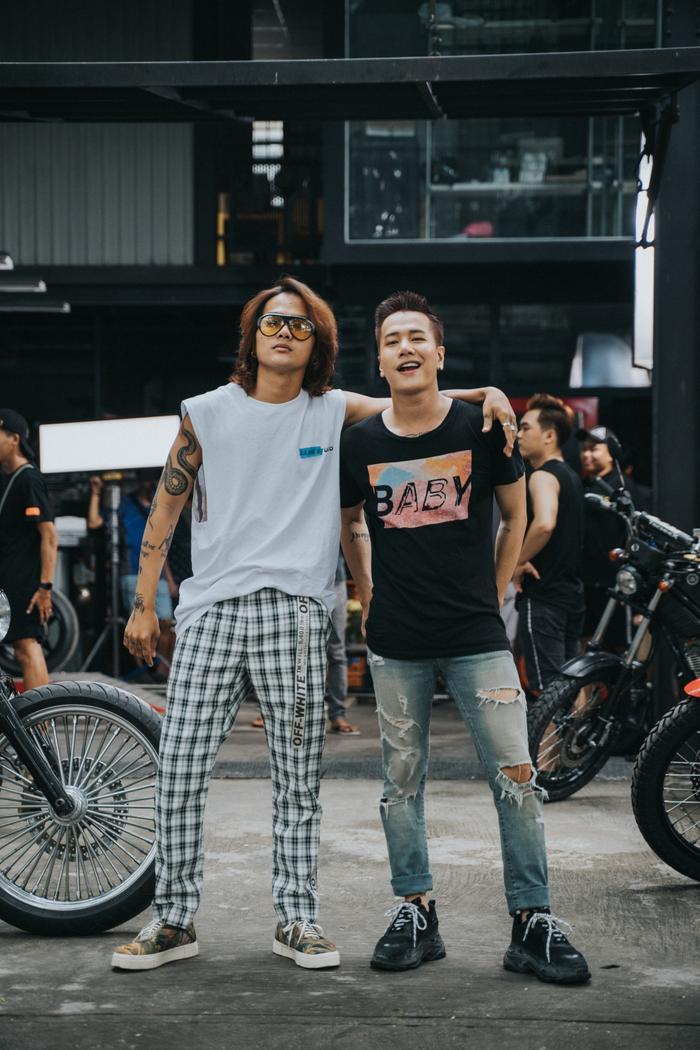 Cặp bạn thân trong MV - Lou Hoàng và bạn diễn Hữu Thanh.