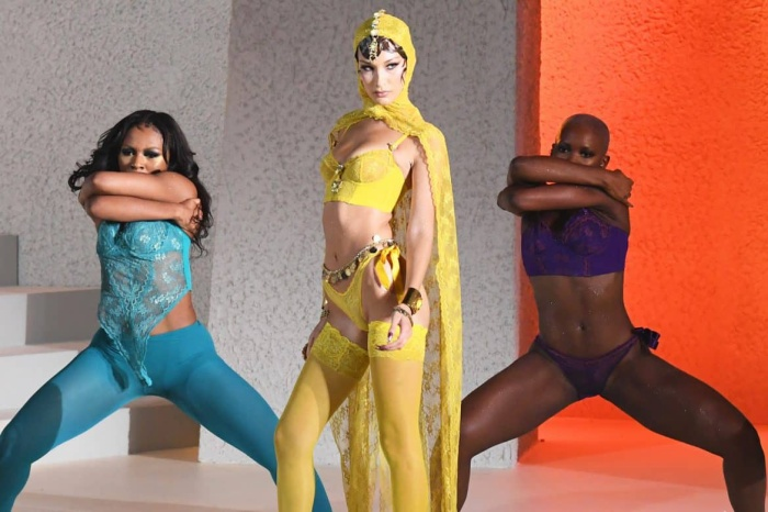 'Tân binh' làng nội y Savage x Fenty của Rihanna là mối đe dọa với gã khổng lồ Victoria's Secret? ảnh 15