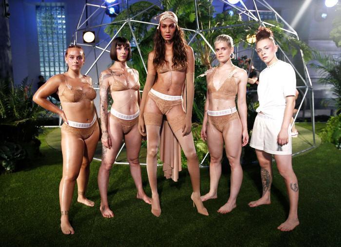 'Tân binh' làng nội y Savage x Fenty của Rihanna là mối đe dọa với gã khổng lồ Victoria's Secret? ảnh 9
