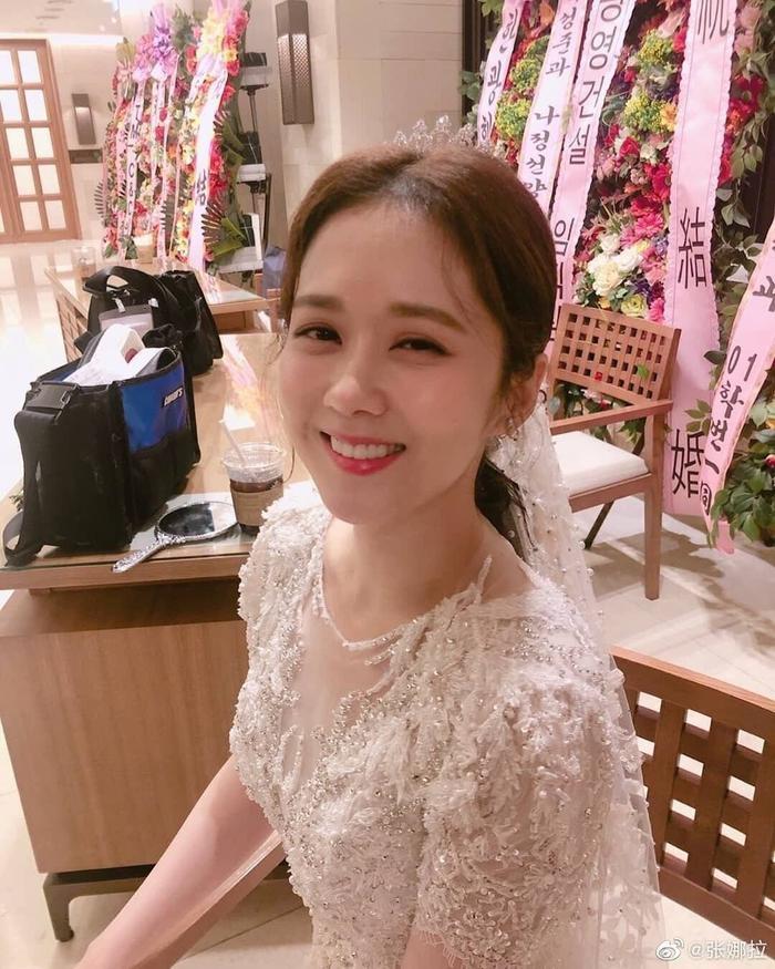VIP: Jang Nara trẻ xinh như gái 20 trong ngày cưới anh chồng quốc dân Lee Sang Yoon ảnh 2