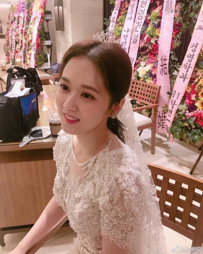 VIP: Jang Nara trẻ xinh như gái 20 trong ngày cưới anh chồng quốc dân Lee Sang Yoon ảnh 1