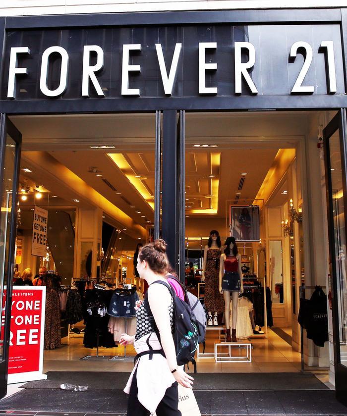 Sau 1 tháng vật lộn nợ nần, Forever 21 chính thức nộp đơn xin phá sản