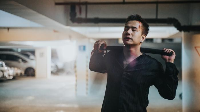 Lou Hoàng quyết định hy sinh bản thân mình để bảo vệ người con gái mình yêu.
