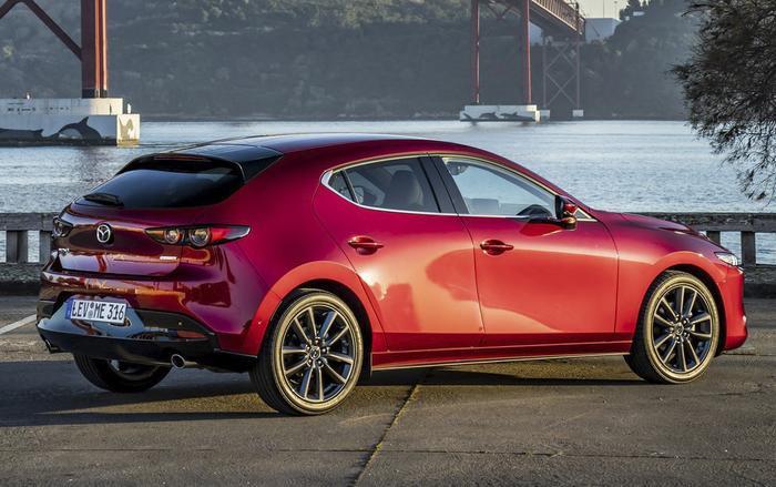 Nhiều khả năng giá của Mazda 3 2019 sẽ cao hơn khoảng 30 - 50 triệu đồng so với thế hệ cũ tại Việt Nam.