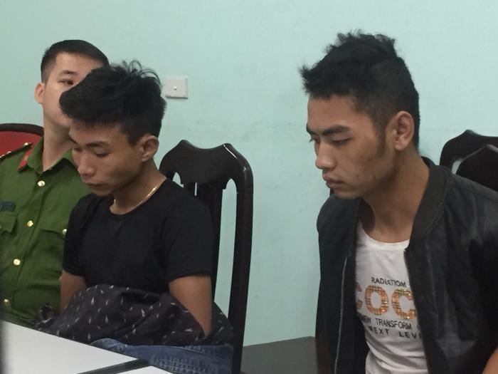 Hai nghi phạm khai nhận tại cơ quan công an.