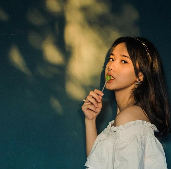 Hiện tại, ngoài việc học ở trường, Thảo Nguyên là mẫu ảnh thời trang. Cô gái sinh năm 2000 được dân mạng kỳ vọng sẽ xuất hiện trên màn ảnh trong thời gian tới.