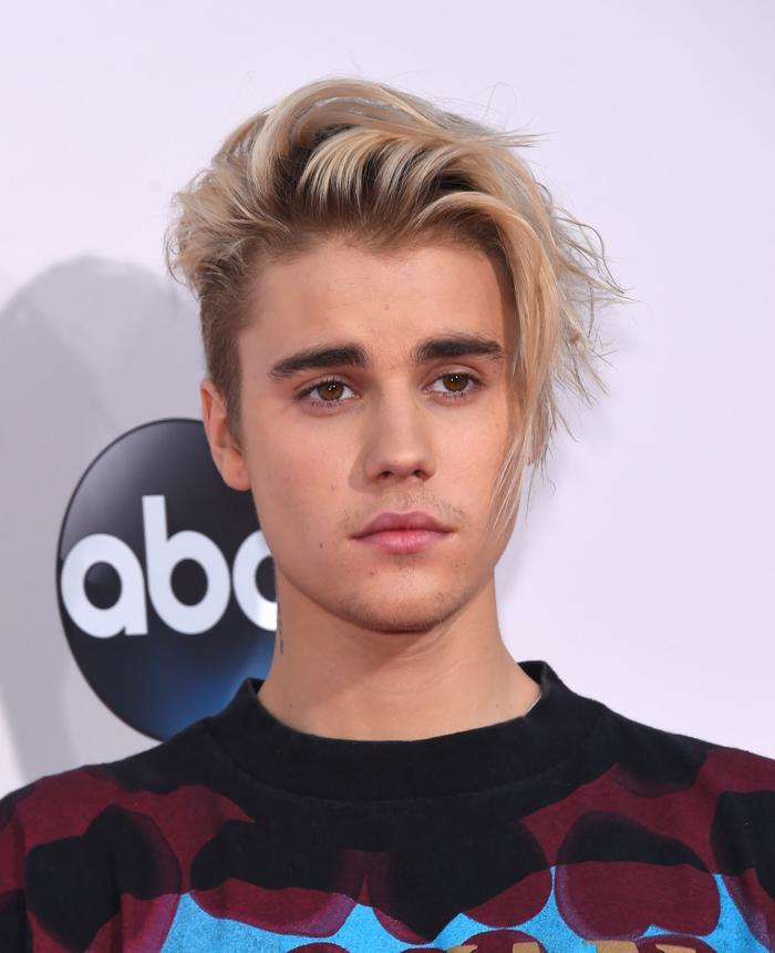 """Justin Bieber dường như rất có duyên với phận… """"hát ké""""."""